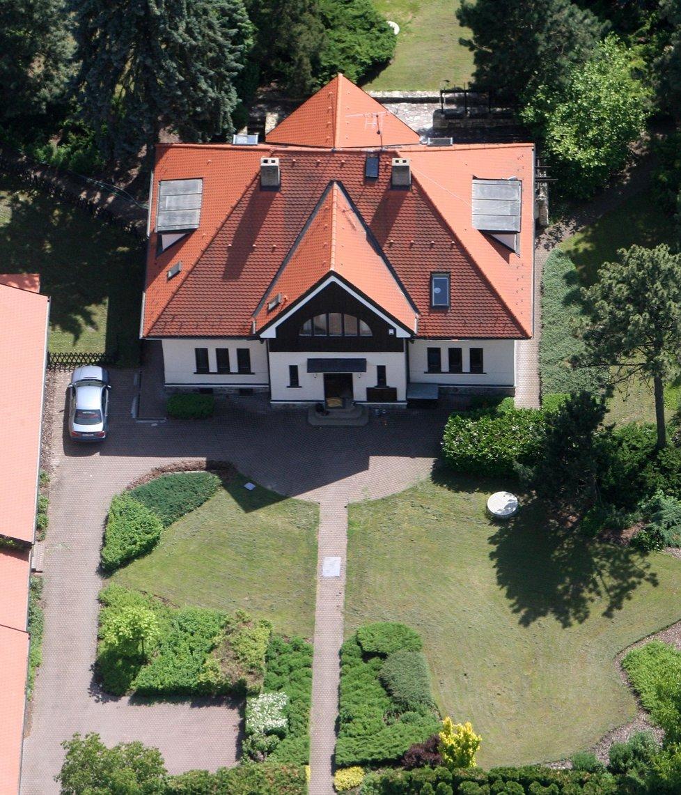 Vila Ladislava Štaidla u Jevanského rybníka je po rekonstrukci.