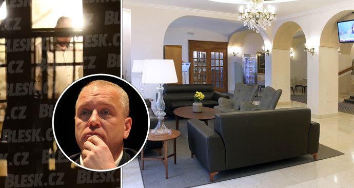 Kmotr Benda dostal 800 tisíc na zavřený hotel. Po mejdanu další kompenzace nebudou, vzkazuje Hamáček.