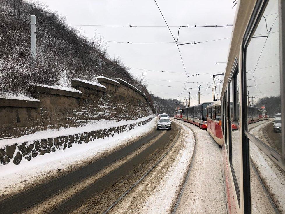 Tramvaje zaplnily nábřeží, 8. února 2021.