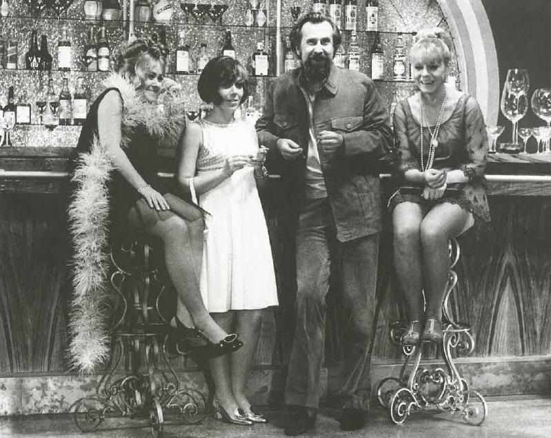 Jiřina Bohdalová s Ivou Janžurovou, Jiřinou Jiráskovou a Zdeňkem Podskalským na natáčení Světáků