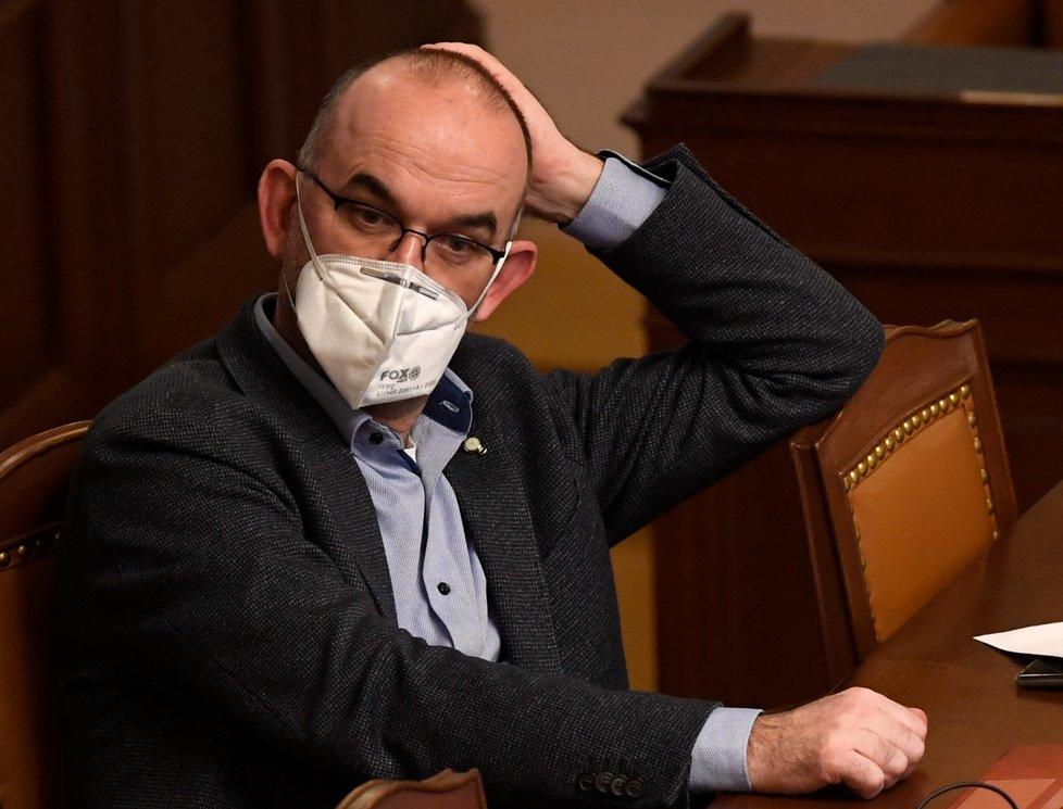 Ministr zdravotnictví Jan Blatný na jednání Poslanecké sněmovny o prodloužení nouzového stavu. (11.2.2021)