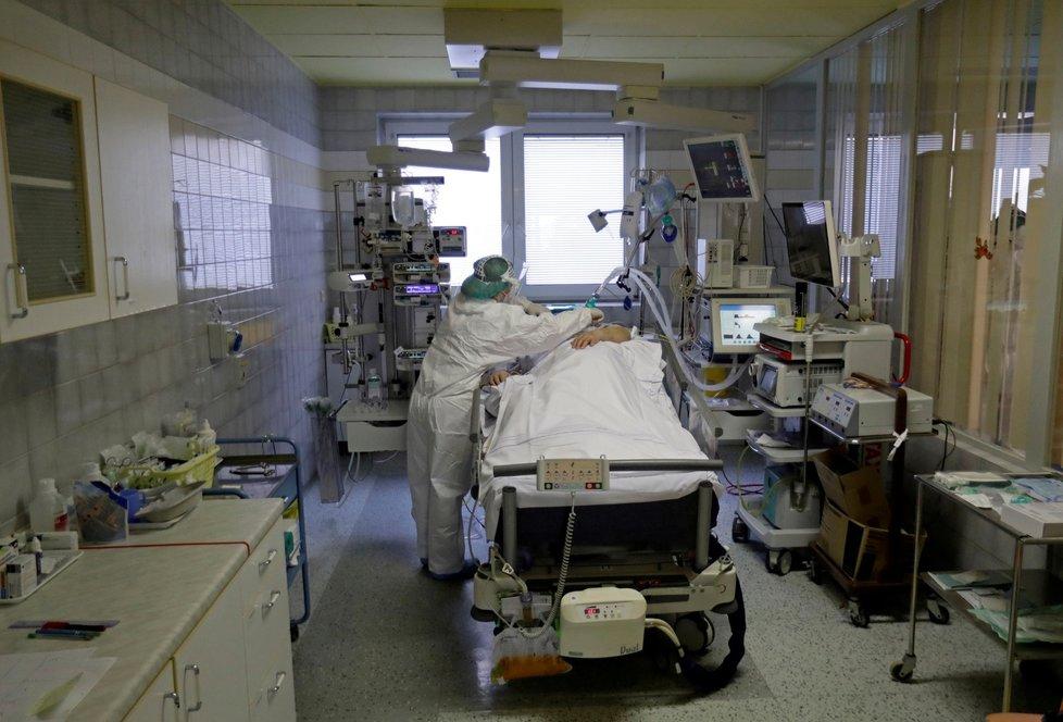 Boj s koronavirem v náchodské nemocnici.