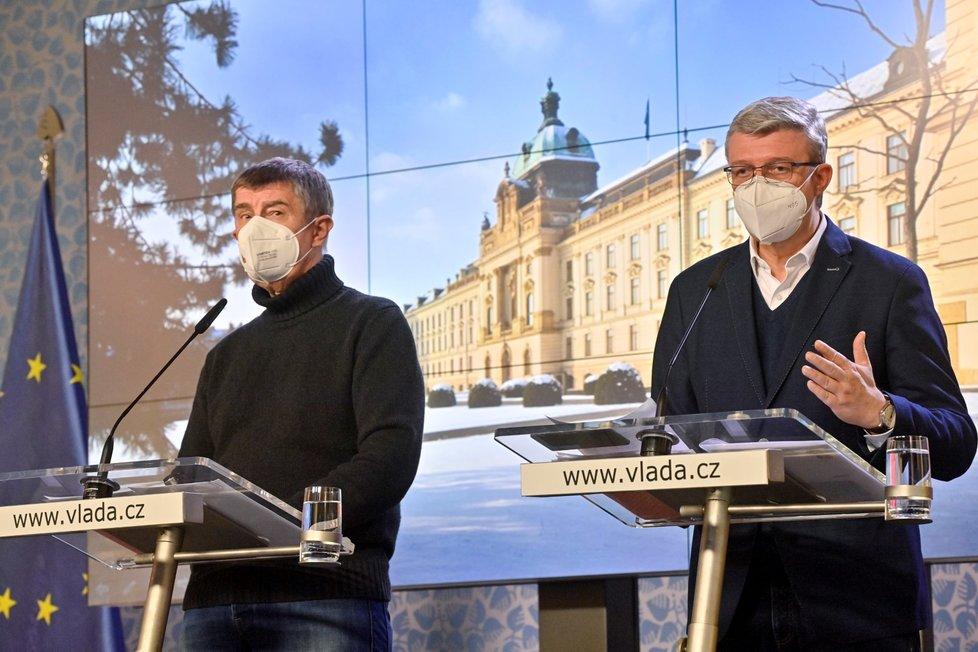 Premiér Andrej Babiš (ANO) a vicepremiér Karel Havlíček (za ANO) na tiskové konferenci po mimořádném jednání vlády (14. 2. 2021)