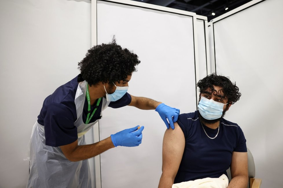 Očkování proti covid-19 vakcínou společnosti AstraZeneca v Londýně (18. 2. 2021)
