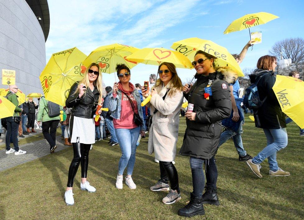 Protesty proti koronavirovým opatřením v Holandsku