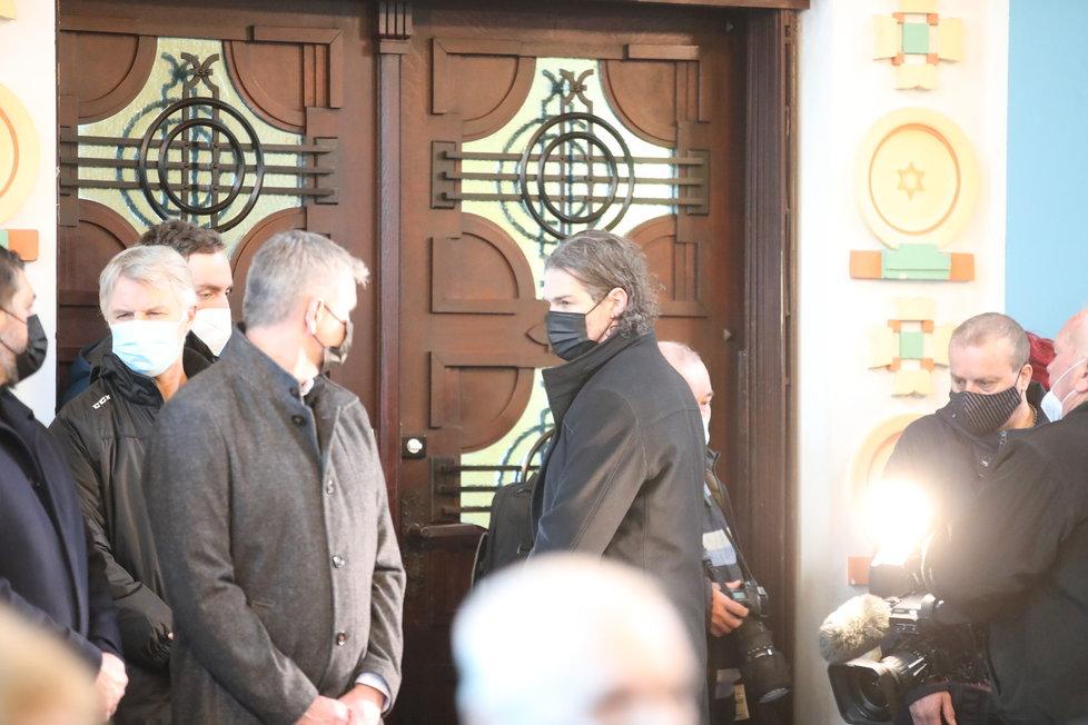 Na poslední rozloučení s Otakarem Černým (†77) dorazily desítky lidí.