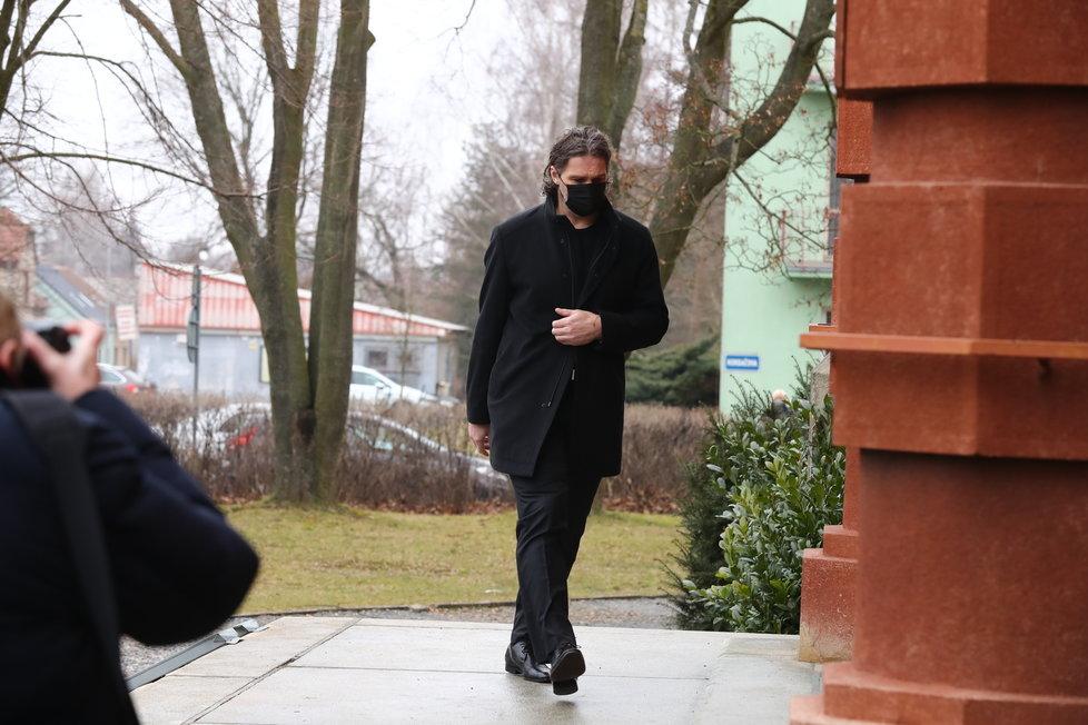 Na poslední rozloučení s Otakarem Černým (†77) dorazily desítky lidí. Jaromír Jágr mezi posledními.