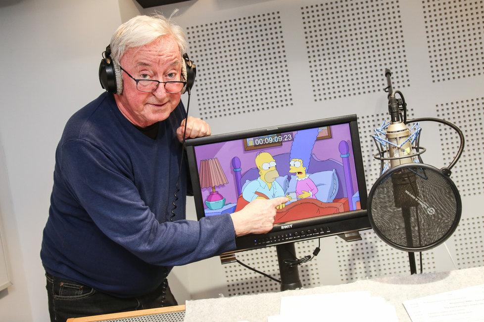 Jiří Lábus propůjčil hlas Marge Simpsonové.