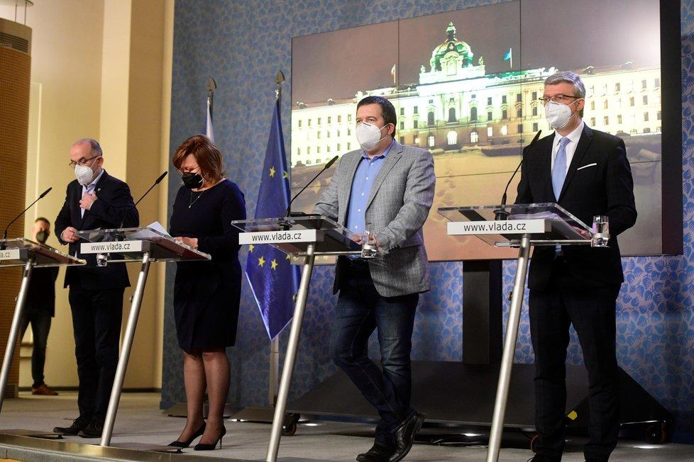Ministr zdravotnictví Jan Blatný (za ANO), ministryně financí Alena Schillerová (za ANO), ministr vnitra Jan Hamáček (ČSSD) a ministr dopravy, průmyslu a obchodu Karel Havlíček (za ANO) na tiskové konferenci po jednání vlády (22.2.2021)