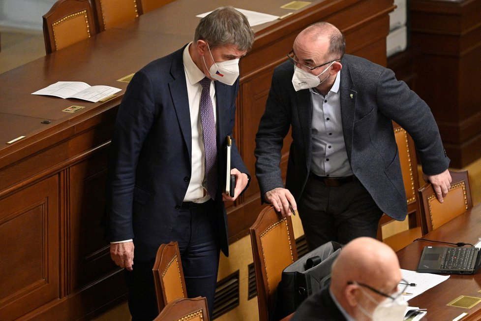 Premiér Andrej Babiš a ministr zdravotnictví Jan Blatný v Poslanecké sněmovně při dalším projednávání o prodloužení nouzového stavu (26. 2. 2021)