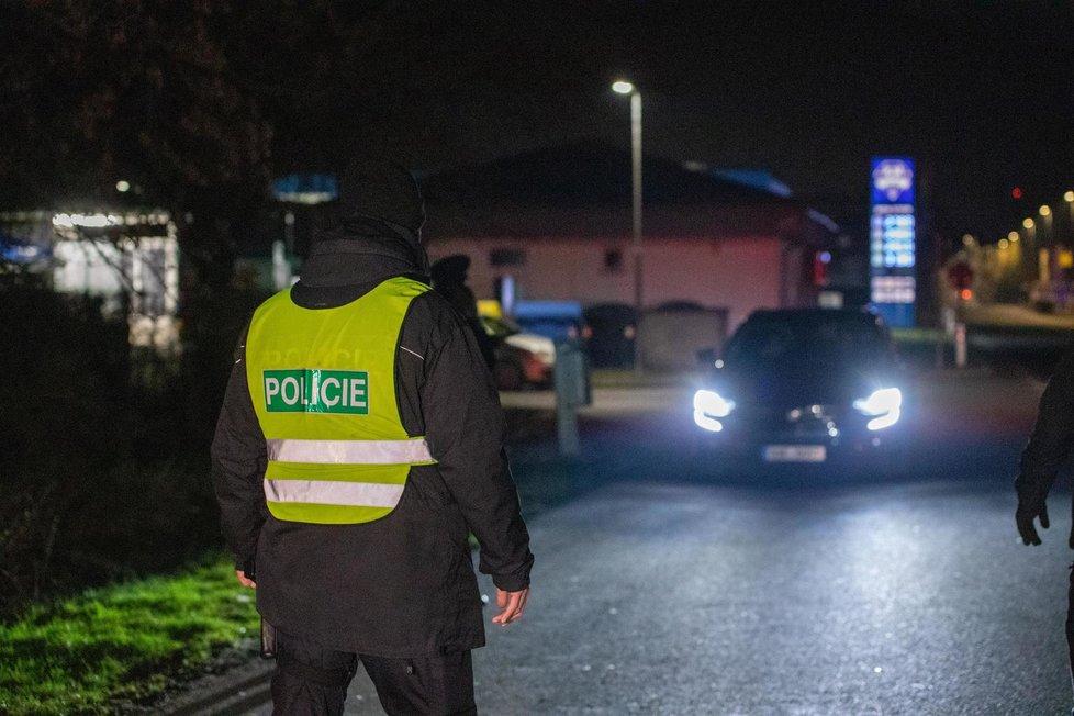 Lockdown okresů v Česku: Noční kontroly na hranicích Prahy (1.3.2021)