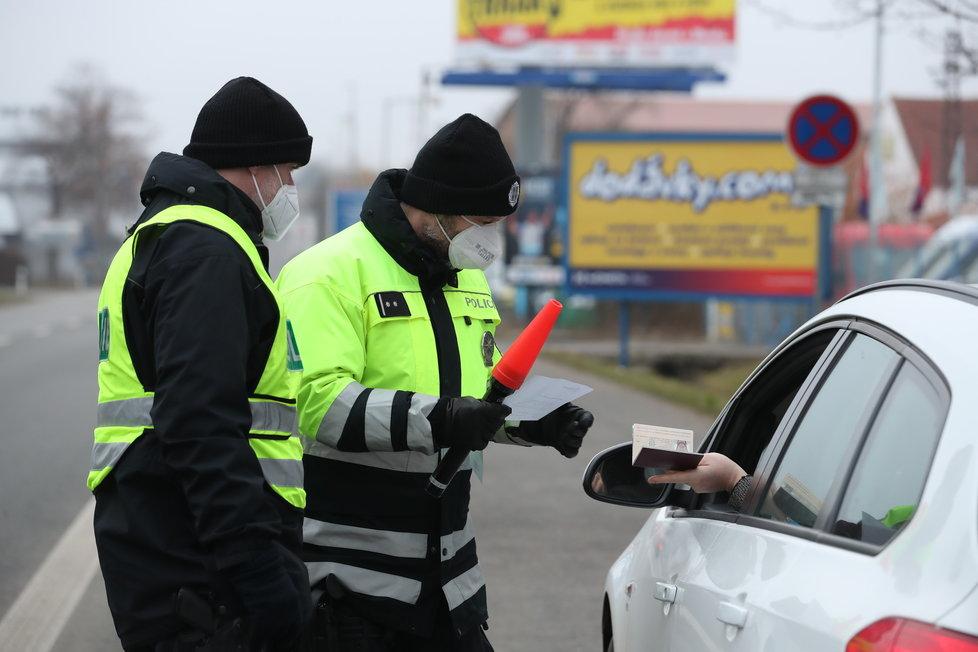 Lockdown v okresech: Policejní kontroly během prvního dne v Praze a okolí (1.3.2021)