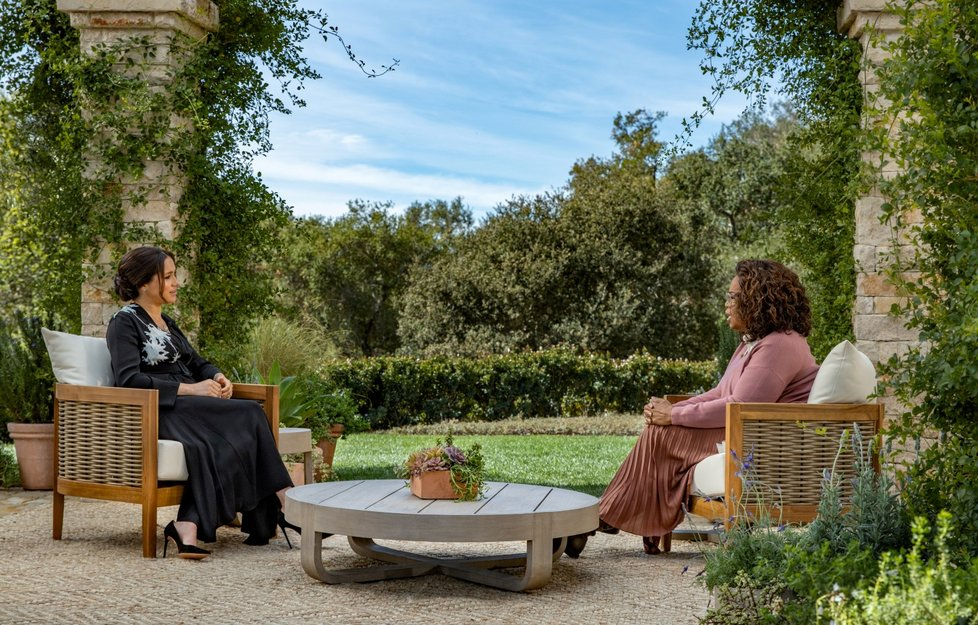 Princ Harry a Meghan Markleová dali šokující rozhovor slavné moderátorce Oprah.