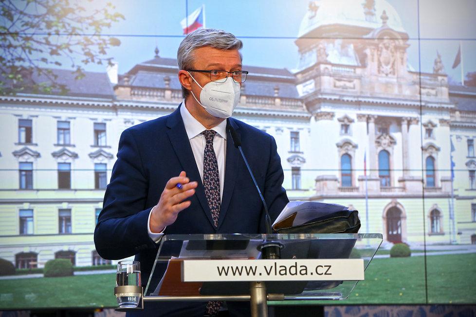 Vicepremiér a ministr průmyslu, obchodu a dopravy Karel Havlíček (za ANO) na tiskové konferenci po jednání vlády (22. 3. 2021)