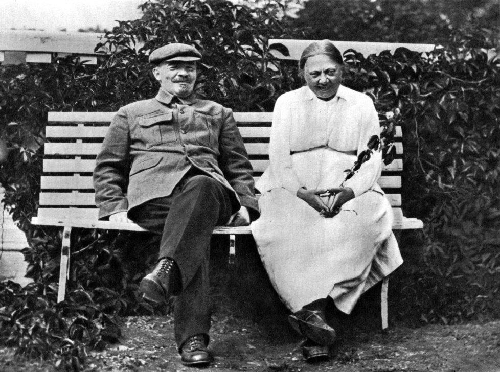 Naděžda Krupská s Leninem