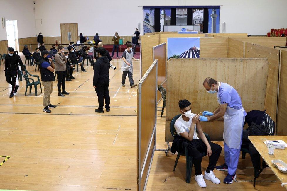 Očkování proti covid-19 vakcínou společnosti AstraZeneca v Londýně (28. 3. 2021)