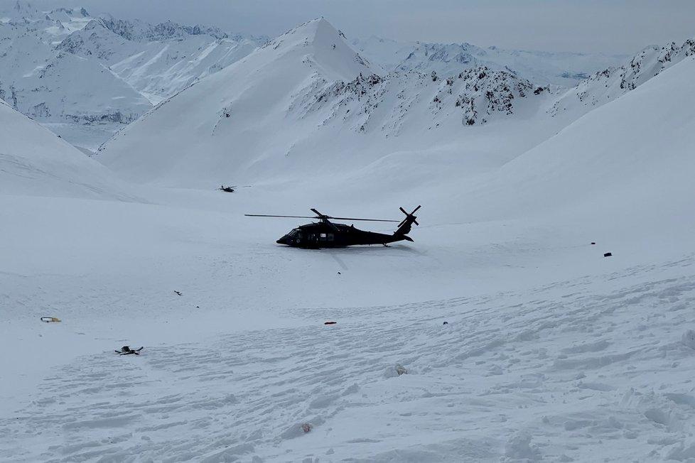 Fotografie z místa havárie vrtulníku na Aljašce, kde zemřel Petr Kellner.