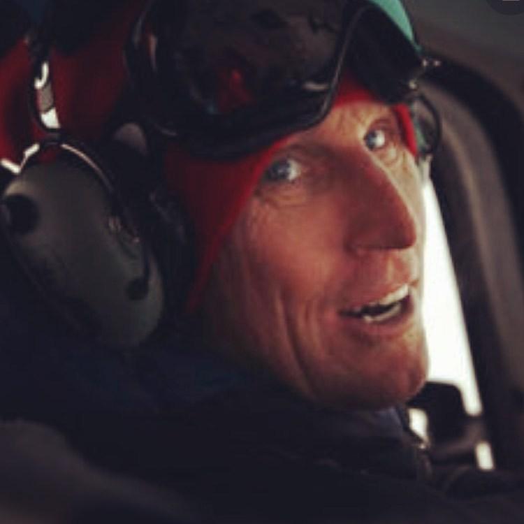 Greg Harms zemřel na palubě vrtulníku.