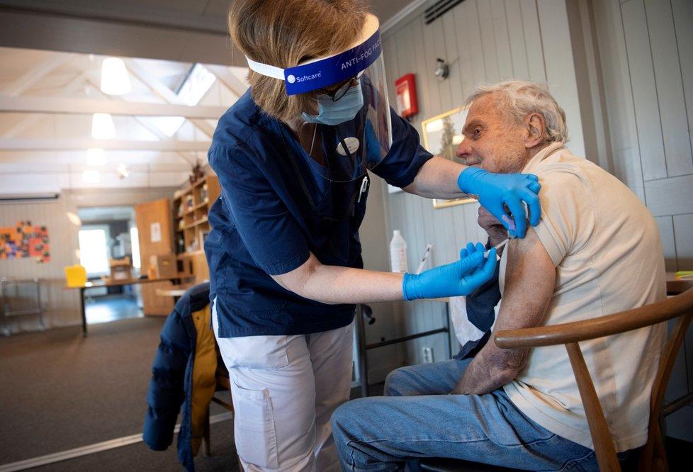 Očkování proti covidu-19 ve švédském Stockholmu (2. 3. 2021)