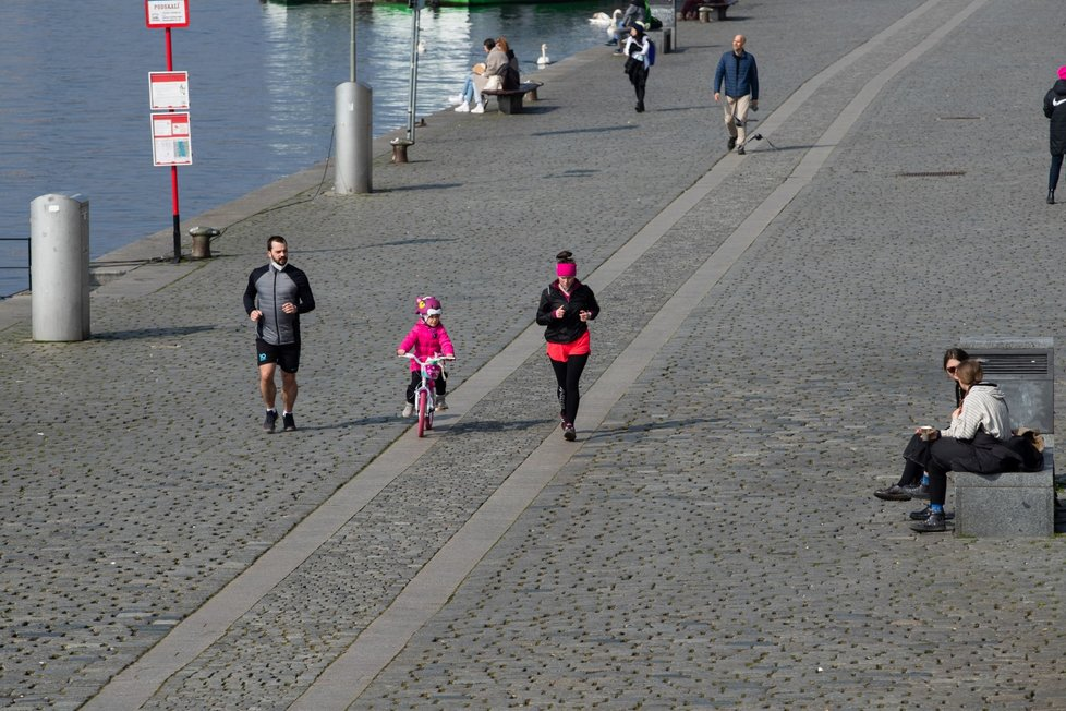 Jarní počasí v Praze.