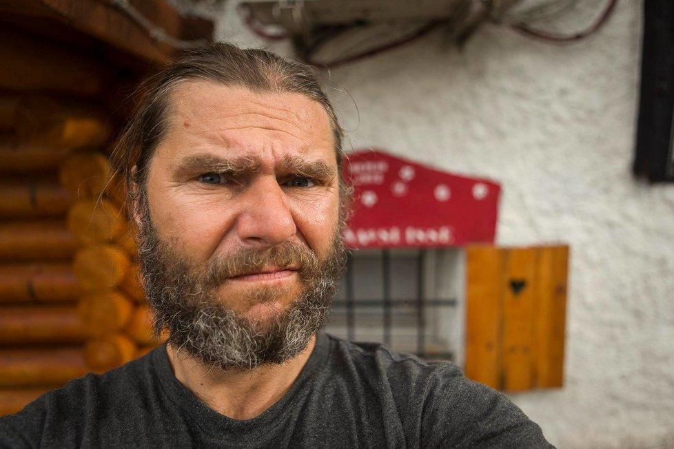 Snowboardista a fotograf David Horváth. Jako jediný nehodu přežil.