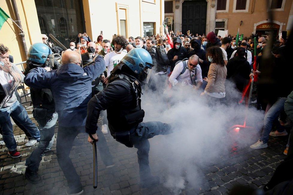 Protest majitelů restaurací v Římě.