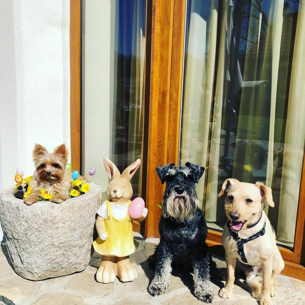 Eda (uprostřed) slavil Velikonoce.