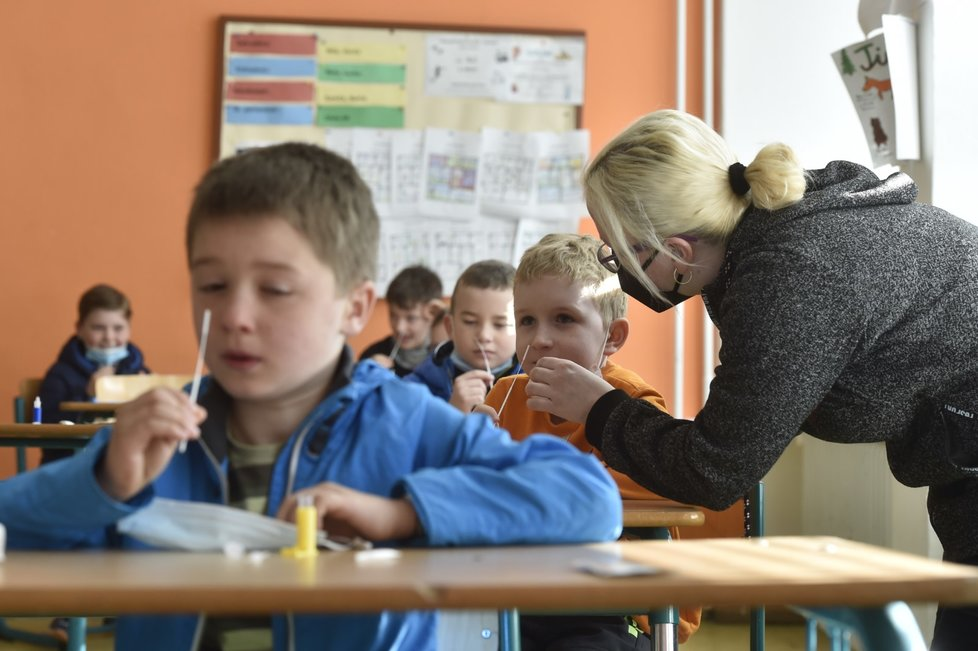 Na Základní škole Rovniny v Hlučíně na Opavsku byla obnovena výuka pro žáky prvního stupně (12. 4. 2021).