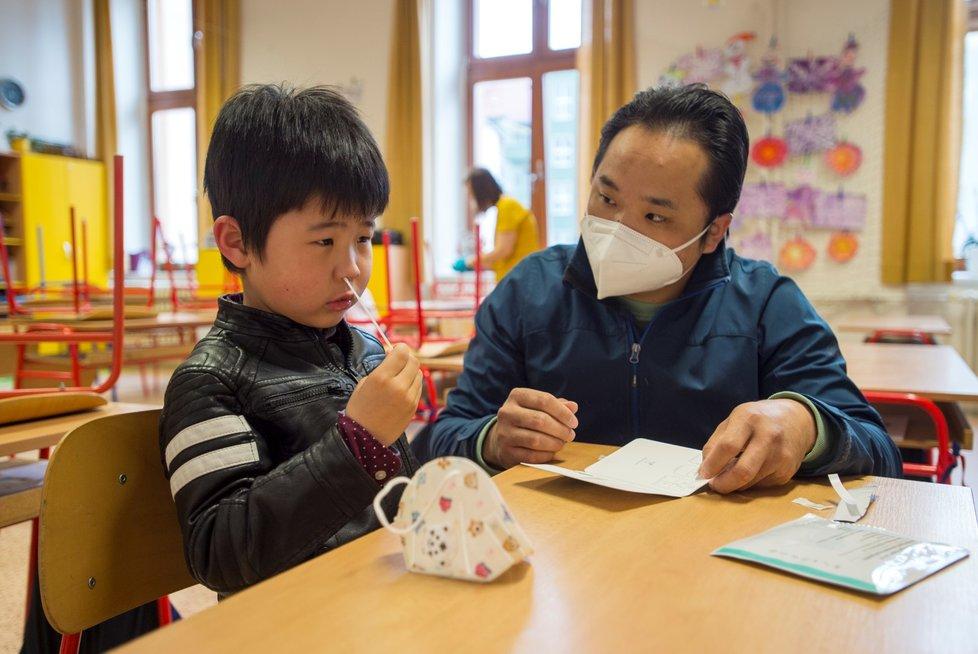 Do Základní školy bratranců Veverkových v Pardubicích se vrátili žáci prvního stupně (12. 4. 2021)