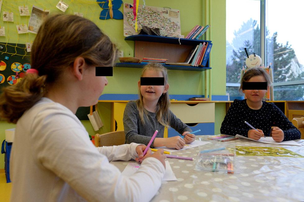 Předškoláci se vrátili 12. dubna 2021 do mateřské školy Kotlaska v Praze. Při vstupu děti čekalo testování na koronavirus, které budou povinně podstupovat dvakrát týdně.