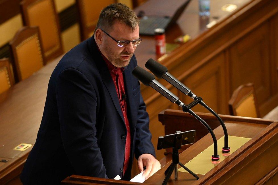 Poslanec Lubomír Volný během jednání Poslanecké sněmovny (13. 4. 2021)
