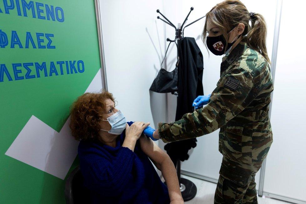 Očkování proti covid-19 vakcínou společnosti Moderna v řeckých Athénách (14. 4. 2021)