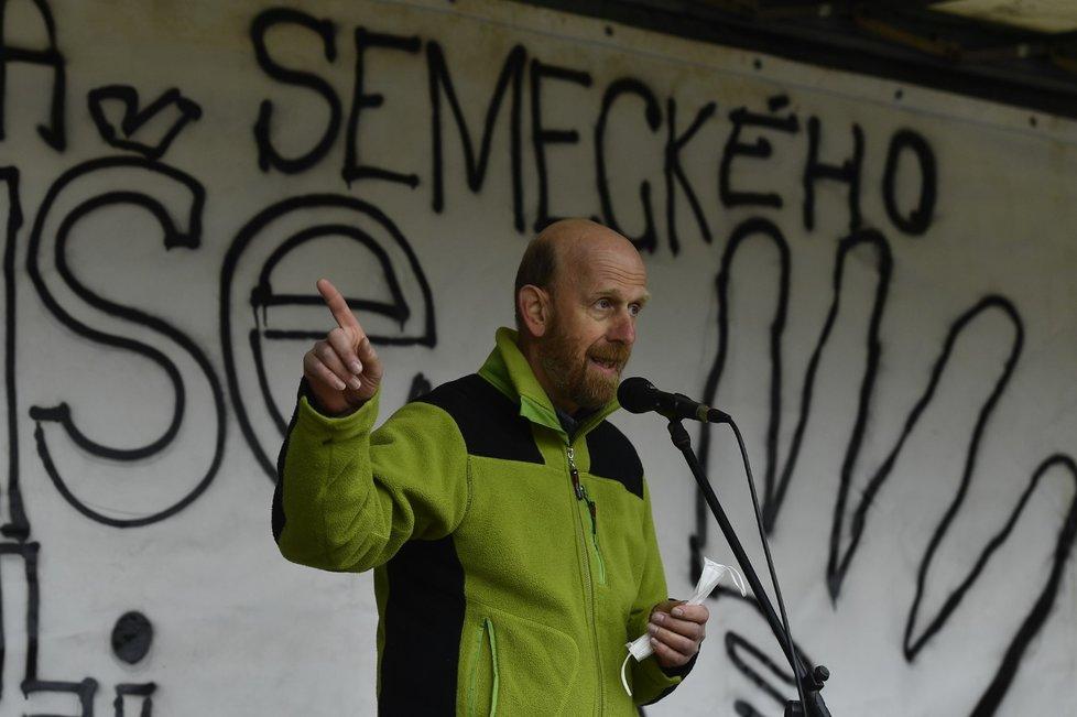 Ivan Semecký jako ředitel waldorfské školy v Semilech skončil (19. 4. 2021).