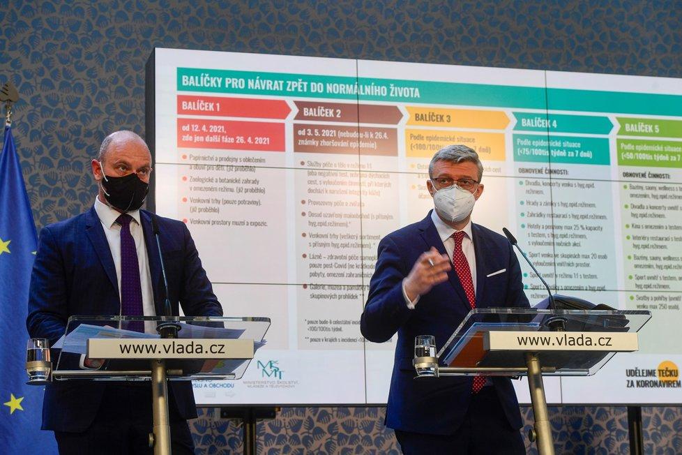 Ministr školství Robert Plaga (ANO) a vicepremiér Karel Havlíček (za ANO) na tiskové konferenci po jednání vlády (22.4.2021)