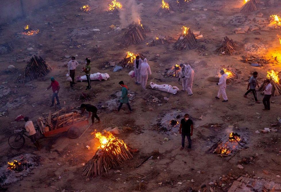 Začátek hromadných kremací, Nové Dillí, Indie