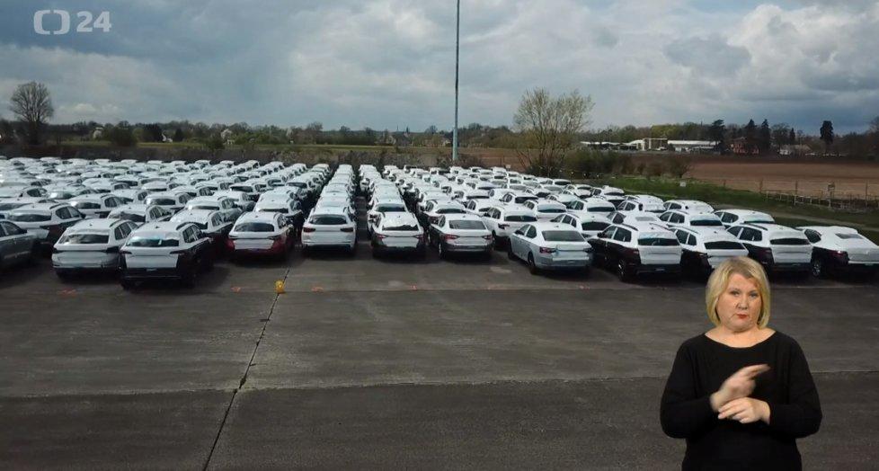 Automobilka Škoda čeká na čipy do aut. Zatím odstavilo přes tisíc vozů