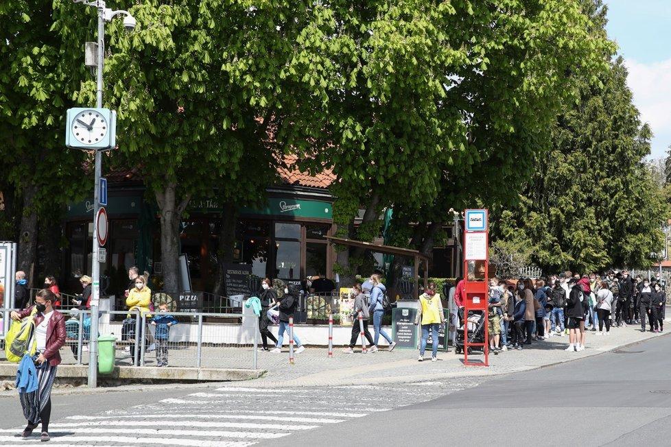 Počasí vylákalo davy do pražské Zoo (8.5.2021)