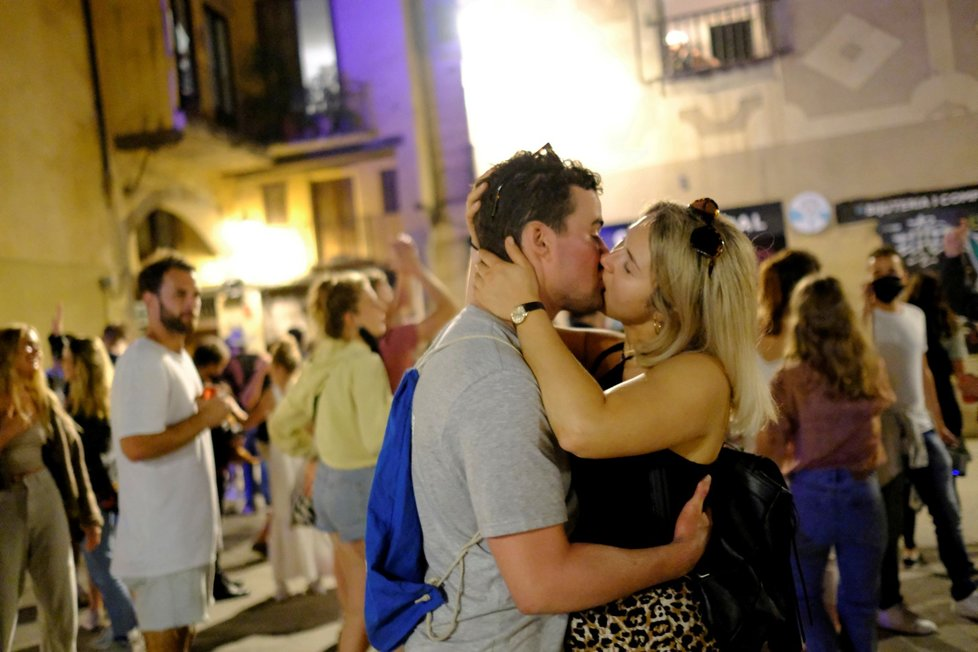 Koronavirus ve Španělsku: V Barceloně slaví konec nouzového stavu, který skončil po půl roce (9.5.2021)