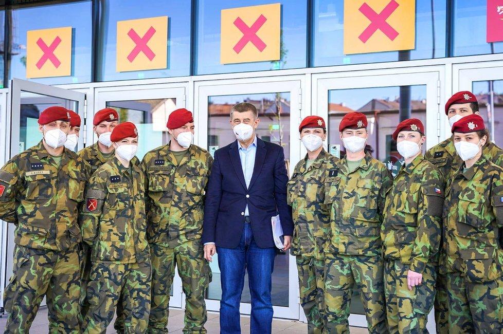 Premiér Andrej Babiš (ANO) navštívil nové očkovací centrum v O2 universu v Praze.