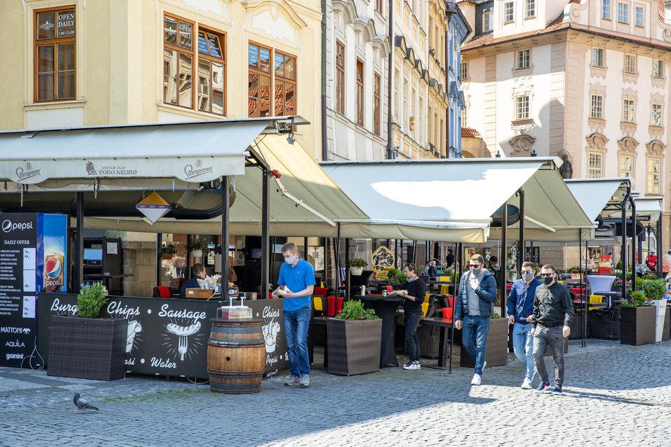 Zahrádky restaurací opět otevřou 17. května, schválila vláda