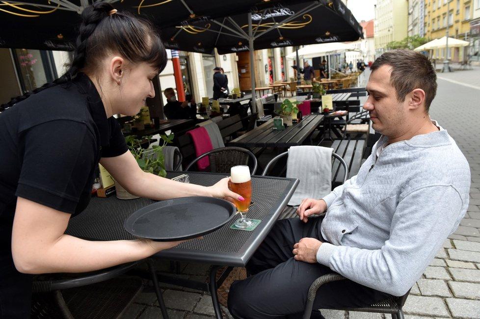 Otevření zahrádek v ČR: Brněnské restaurace si užívají první návaly turistů (17.5.2021).