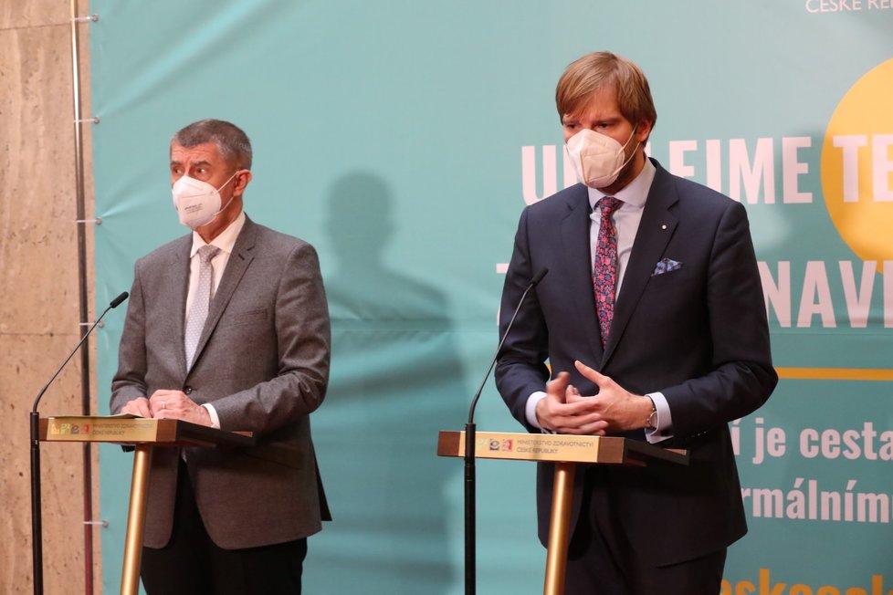 Premiér Andrej Babiš (ANO, vlevo) a ministr zdravotnictví Adam Vojtěch (za ANO)
