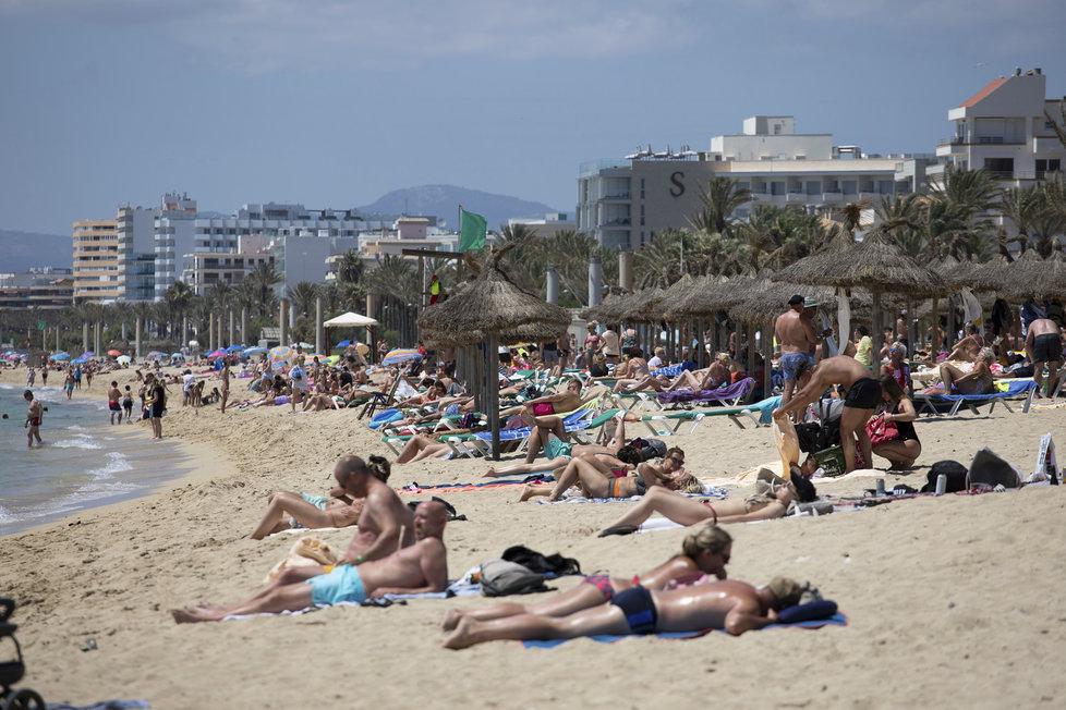 S teplým počasí ožily i pláže na Malorce (7.6.2021)