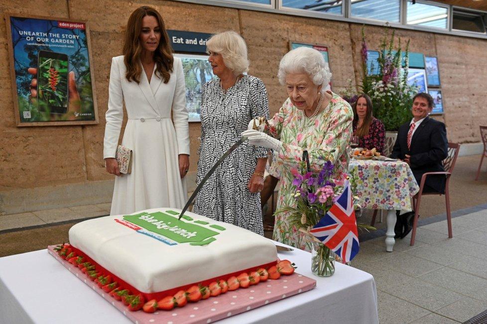 Recepce na summitu G7: Dámy z královské rodiny, Kate, Camilla a královna Alžběta II.