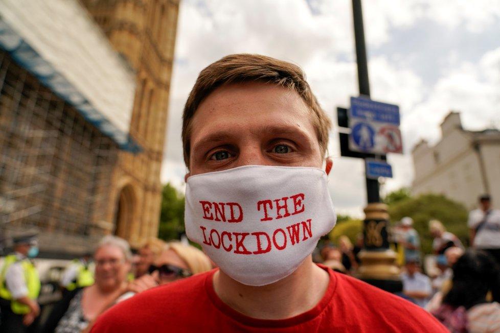 Británie odložila rozvolnění na 19. července, obává se varianty delta