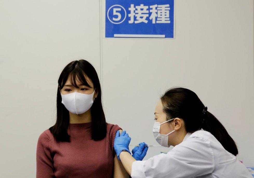 Očkování proti koronaviru v Singapuru.