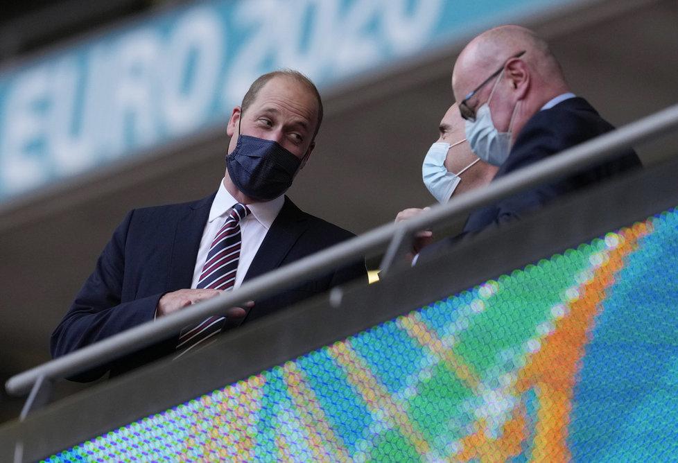 Koronavirus v Británii: Princ William sleduje fotbalové utkání Česko-Anglie, (22.06.2021).
