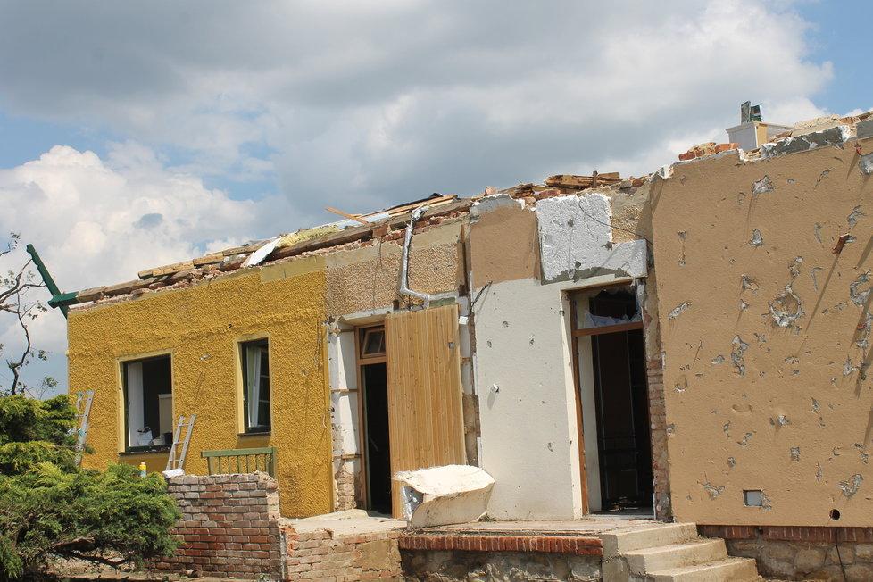 Tento dům si muž opravoval, aby si v něm mohl užít penze.