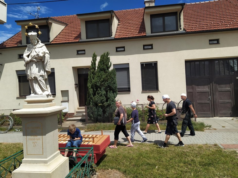 Na pomoc do vesnic zničených tornádem přijeli i mistři kominičtí (3. 7. 2021)