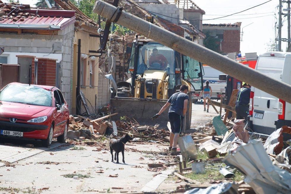 Škody po tornádu v Moravské Nové Vsi